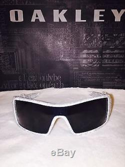 New In Box Oakley Oil Rig Mens Sunglasses 03-461 White Text Print / Grey Lens