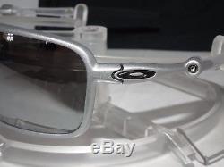 ca90c78591 New Oakley Polarized Badman Oo6020-05 X Ti   Chrome Iridium Polarized X- metal