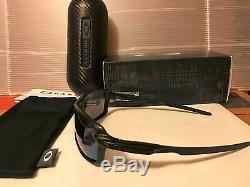 NEW Oakley CARBON SHIFT Matte Black (Carbon Fiber) / Jade Iridium, OO9302-07