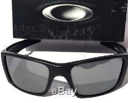 NEW Oakley Fuel Cell in Black w Grey lens Men's Rectangle Sunglass oo9096-01