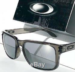 NEW Oakley HOLBROOK POLARIZED Grey Smoke Clear Black Iridium Sunglass 9102