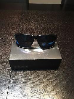 OAKLEY HOLBROOK oo9102-52 Matte Black Ice Iridium Polarized Sunglasses BRAND NEW