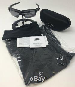Oakley Flak 2.0 XL with Black Iridium OO9188-08 with hard case and balaclava